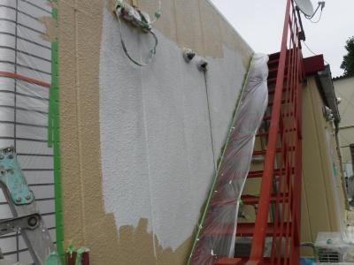 調布市G.Sマンション外壁塗装工事/外壁中塗り作業