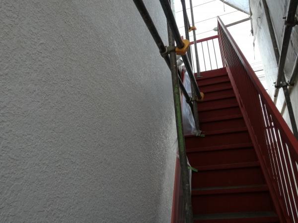 府中市Sハイツ/外壁下塗り・鉄部さび止め塗装作業