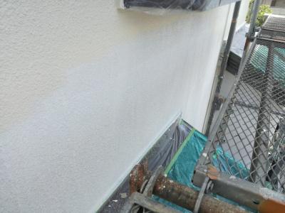 稲城市T様邸外壁・屋根塗装工事/外壁下塗り
