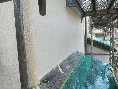 稲城市T様邸外壁・屋根塗装工事/外壁中塗り