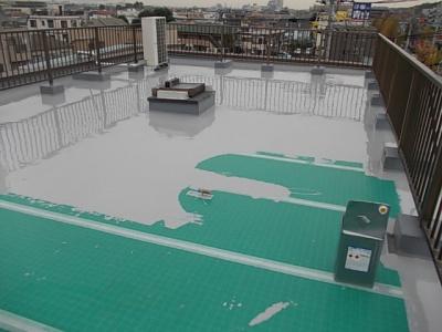 川崎市Gマンション屋上防水工事/ウレタン防水作業